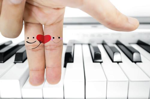 piano doigts coeur